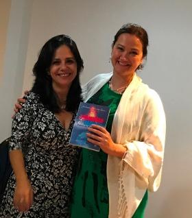 Dra Katia Pacheco, fonoaudióloga, também adquire o livro da Juliana 8